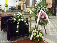 Oprawa kwiatowa pogrzebu w Parafii św. Franciszka z Asyżu w Warszawie