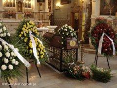 Oprawa kwiatowa pogrzebu na Cmentarzu Bródnowskim