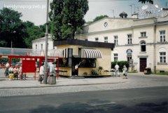 Kwiaciarnia przy Cmentarzu Bródnowskim w Warszawie (1994r.)